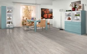Parchet laminat Egger 8 mm Stejar Village Alb - 1,99 MP